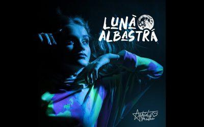 Astrid Muthu – Luna Albastra